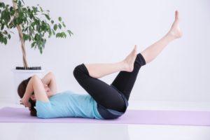 運動している女性の画像